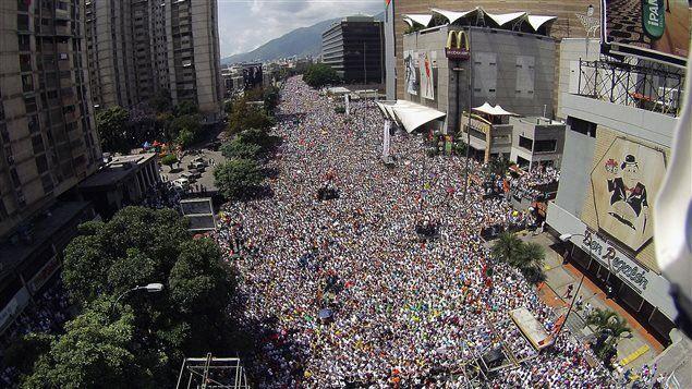 Au Venezuela on tue les animaux des zoos pour manger, des scènes de pillage, des émeutes. Et toi petit français tu votes #Melenchon ?