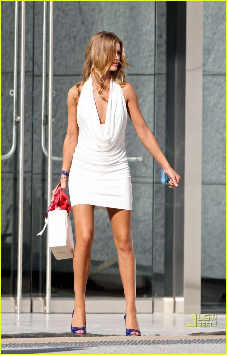 "Rosie Huntington-Whiteley on ""Transormers 3"" set - Gossip Rocks Forum #KyFun"
