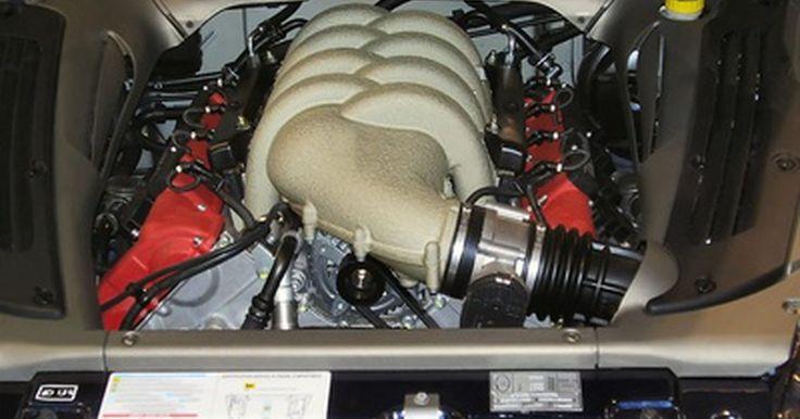 Qué hace un inmovilizador de motor. Un motor de automóvil se enciende a través de un sistema de arranque, que es activado mediante una tecla u otra ficha designada. Un inmovilizador de motor impide la activación del sistema de arranque por otros medios.