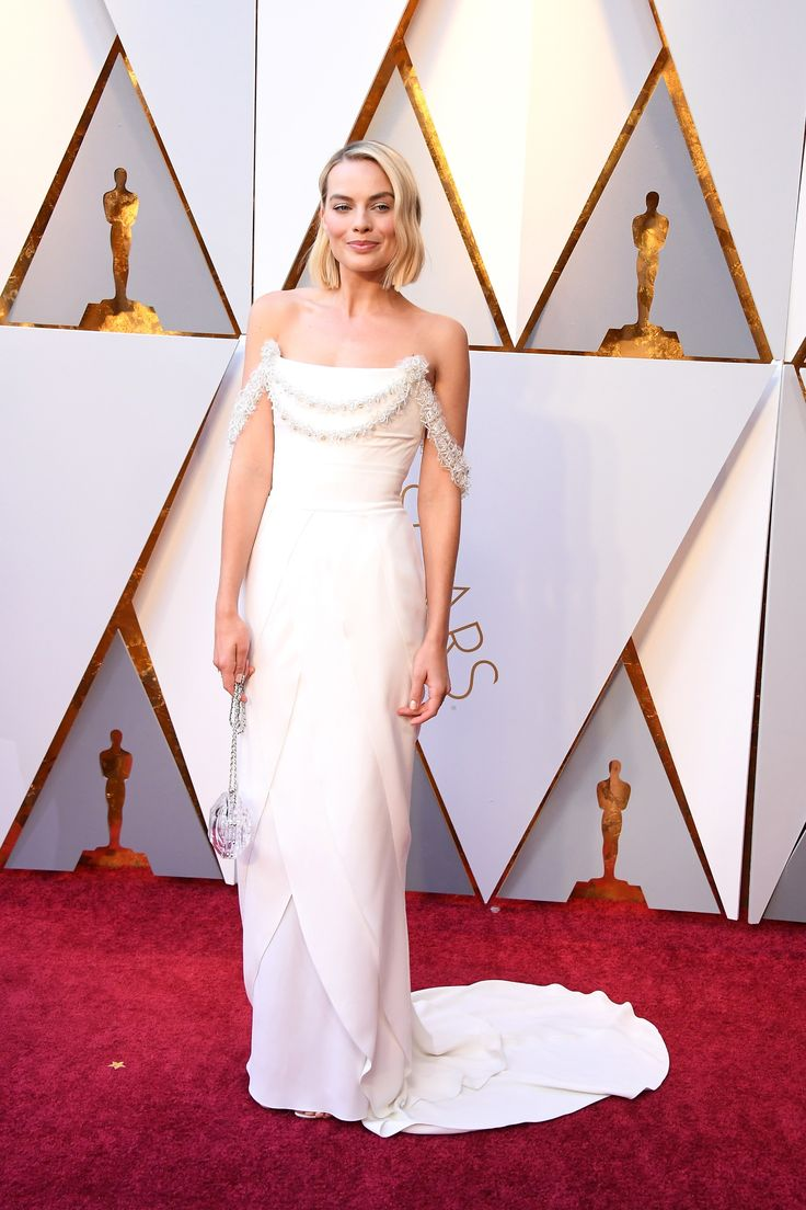 Margot Robbie in Chanel Haute Couture and Roger Vivier shoes | This women never looks bad Oscars 2018: Fashion—Live From the Red Carpet