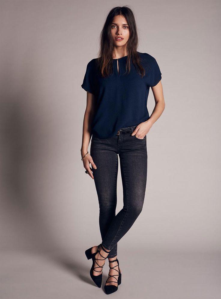 VERO MODA ASTA Shirt - FEMININES OBERTEIL MIT KURZEN ÄRMELN - Keyhole mit Knopf an der Vorderseite -  Loose Fit - High-Low-Cut - 100 % Viskose - Jetzt im auf Jeans-Meile online kaufen.