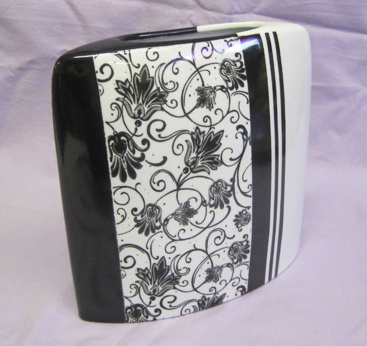 Vase noir et blanc: feuillage et bandes