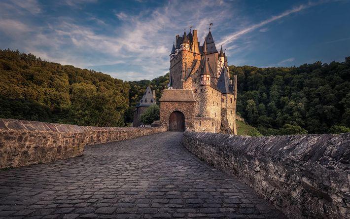 Descargar fondos de pantalla Castillo Eltz, torres, carretera, adoquines, Burg Eltz, Alemania