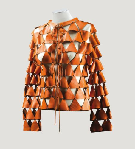 Paco Rabanne Haute Couture, 1966 VESTE AJOURÉE EN CUIR RIVETÉ POTIRON PACO RABANNE HAUTE COUTURE, 1966 A LEATHER JACKET FORMED FROM TRIANGULAR PATCHES OF ORANGE LEATHER LINKED BY METAL RIVETS, FROM THE WARDROBE OF THE FRENCH SINGER DANI 2,000 — 3,000 EUR LOT SOLD. 6,875 EUR