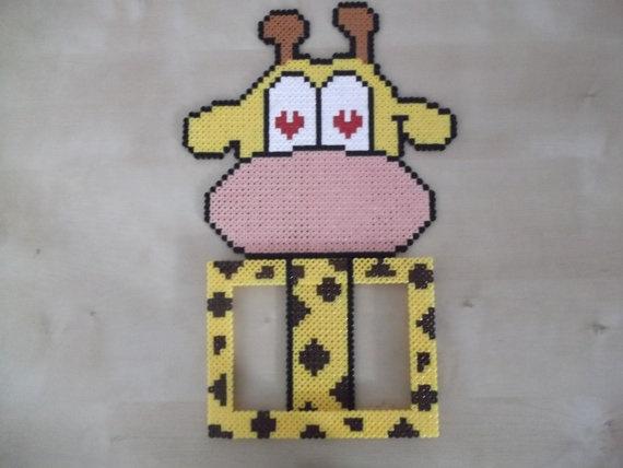 Giraffe wall photo frame by beadstoterabithia on Etsy, €9.00