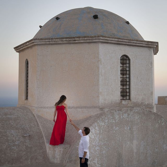 Santorini Honeymoon Photography #santorinihoneymoon #santoriniphotographer #santoriniweddings