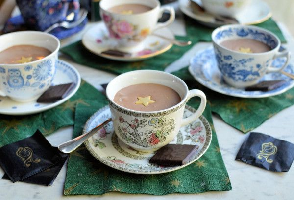 Festive Fun and Frivolity! Tea Cup After Eight Chocolate Mint Mousse :http://www.lavenderandlovage.com/2013/12/festive-fun-and-frivolity-tea-cup-after-eight-chocolate-mint-mousse.html