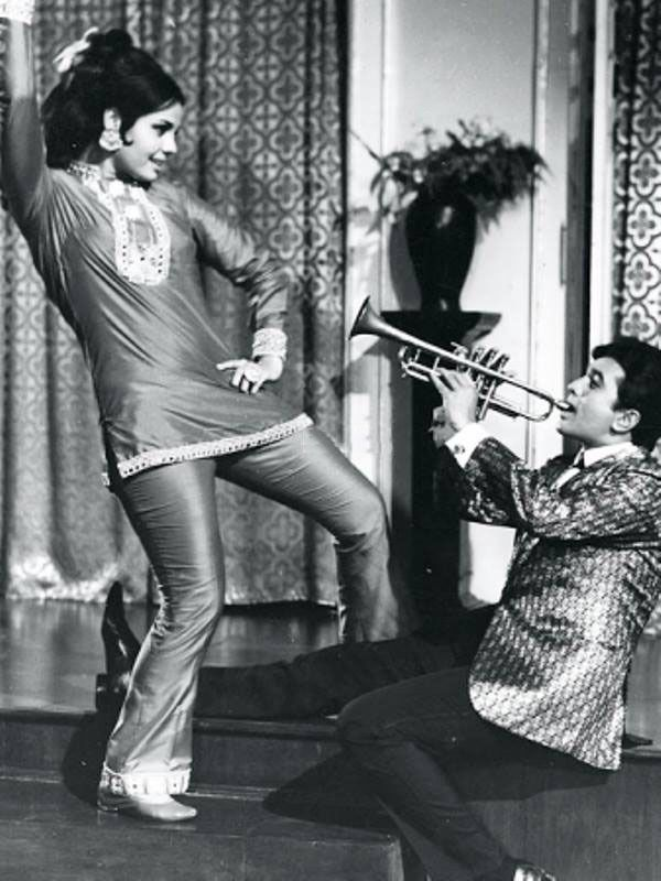 """svetmet: """" 1-Mumtaz & Jeetendra , 2-Mumtaz & Rajesh Khanna """""""