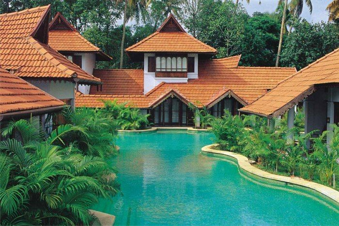 Kumarakom Lake Resort is a 5 star luxury facility resort, sprawling across 25 acres of lush greenery, set in soul-stirring ambience on the serene banks of the Lake Vembanad, the vast stretch of tranquil, emerald green backwaters at Kumarakom in Kerala.
