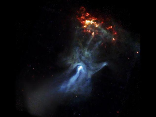 hand-in-space-sign-of-imam-mahdi. Um dos mais belos exemplos de pareidolia do espaço profundo é a imagem tirada do pulsar PSR B1509-58. A imagem de 150 anos-luz mostra também uma grande nebulosa. A rotação rápida da estrela de nêutrons, ou pulsar, é de apenas 12 milhas através da nebulosa, com o poder suficiente para torcer e esculpir o espaço ao redor desta em uma bela mão como podemos ver na foto. Esta mão parece estar quase chegando a tocar o próprio espaço.