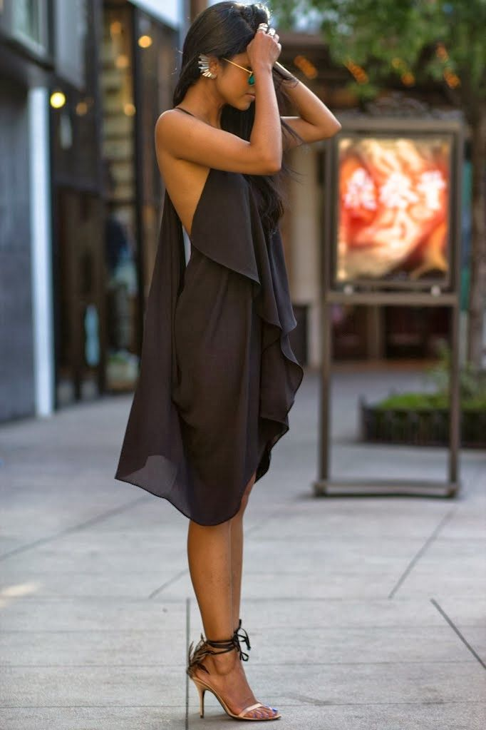 Gorgeous black dress - this is a great look.""