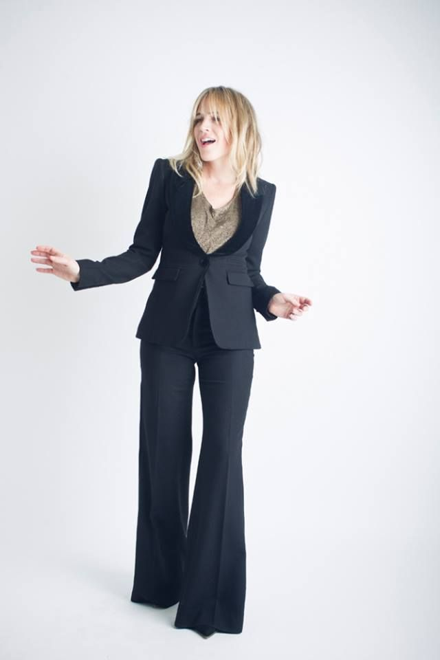 smythe peakes lapel tuxedo blazer in black