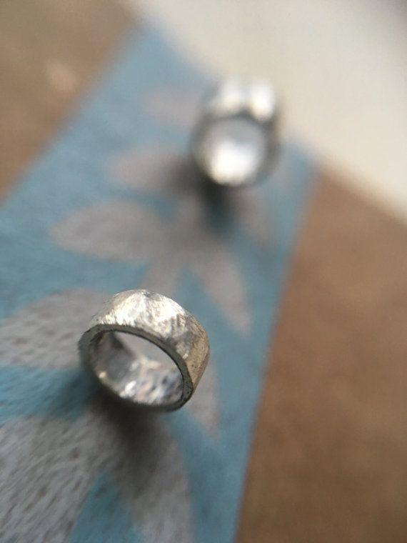 Kleine cirkel pins kleine ronde oorbellen door Illustrationist
