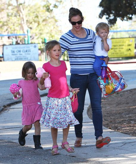 Jennifer Garner had a cute park date with Samuel, Violet, and Seraphina