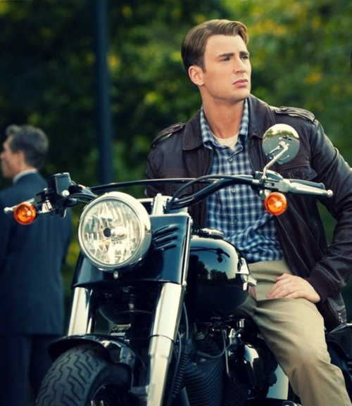 Captain America/Chris Evans.... Ahhhh <3