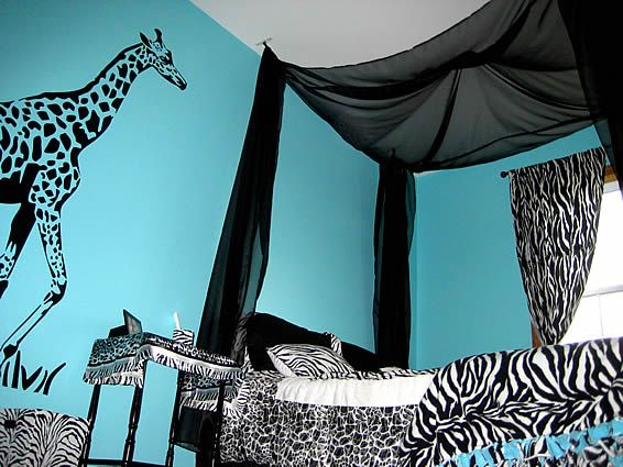 29 best diy canopy bed curtains images on pinterest for Giraffe bedroom ideas