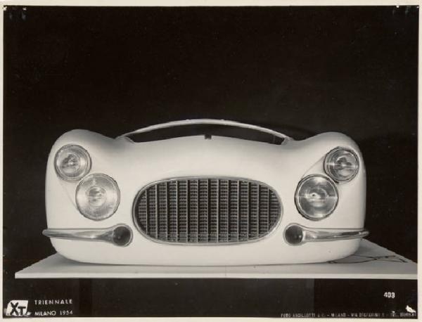 X Triennale - Mostra dell'industial design - Parte anteriore della carrozzeria di una vettura FIAT 8V