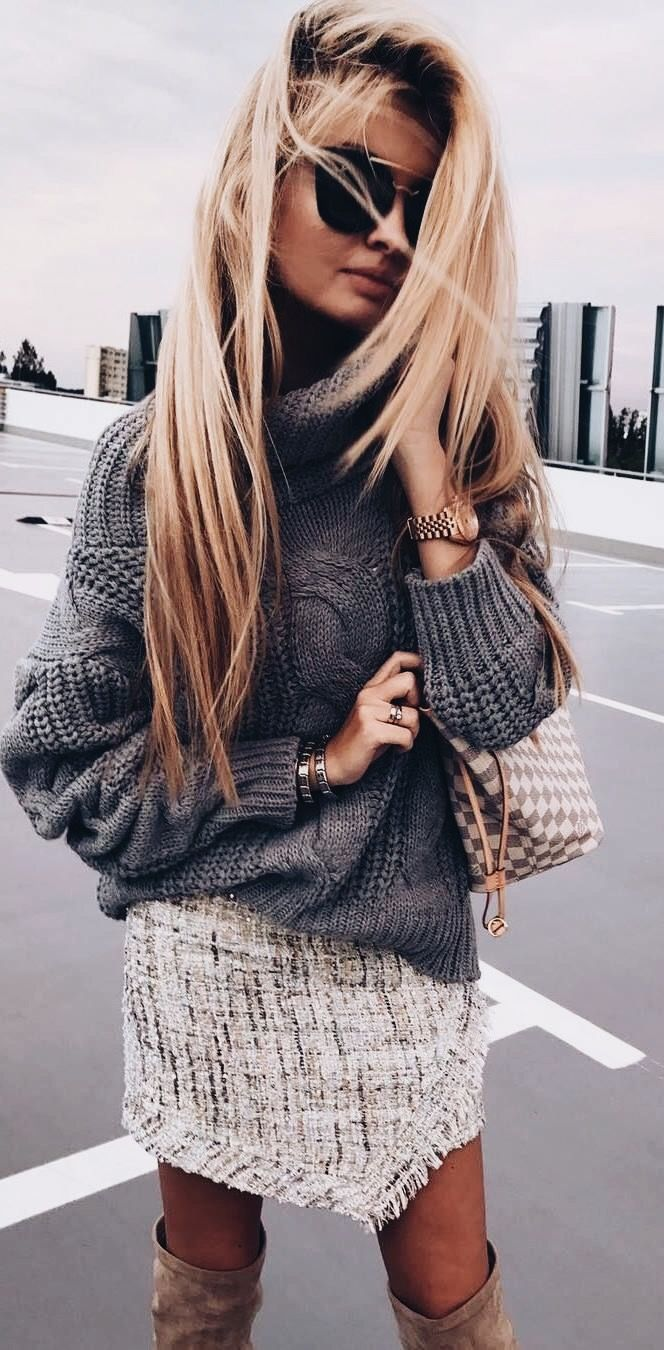 Great all/winter outfit for staying cosy and look stylish on the streets as the cooler days start to come in. Chunky roll neck sweater, tweed skirt and over the knee boots! Fabulous and fashionable   Outfit ideas for women   Winter and Fall Outfit inspira
