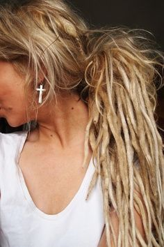 If i ever dread my hair it will be like this! so the top isnt dreaded! i love this