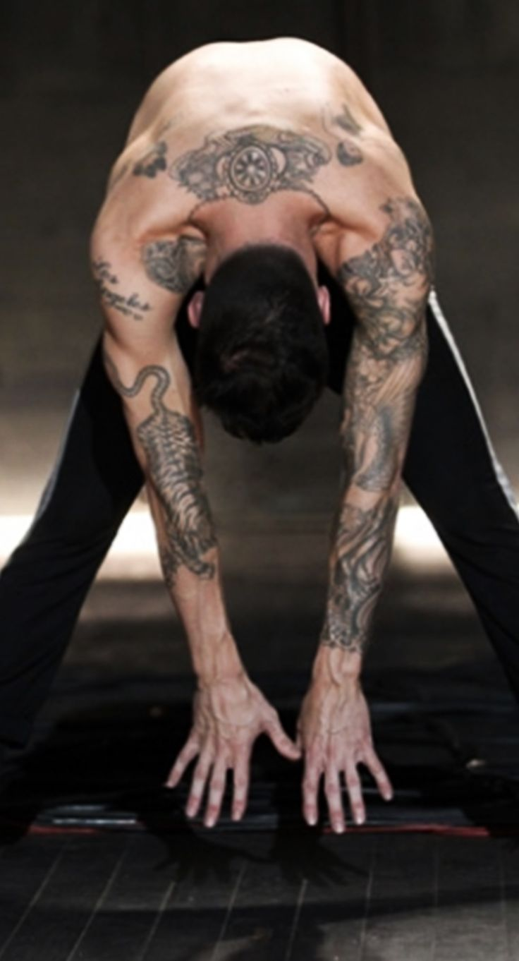 Adam Levine - is this a new Yoga move called the Downward Hottie??? ;)  -sr