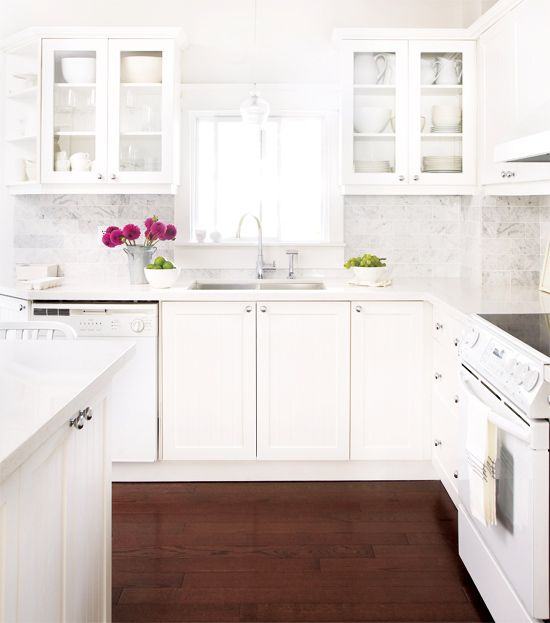 Kitchen the white cabinets and carrara marble for White kitchen cabinets with white marble countertops