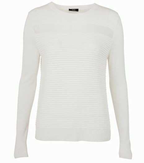 Átlátszó betétes, kötött pulóver, ami ideális irodai vagy alkalmi viselet.  Szűk nadrággal párosítsd.