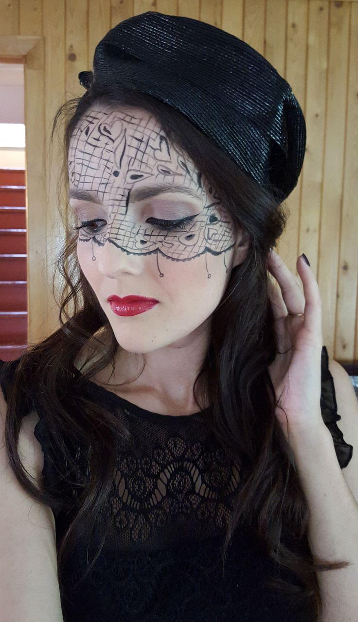 Vous recherchez un maquillage facile pour l'Halloween? Visitez le blogue de #Glosstoi !