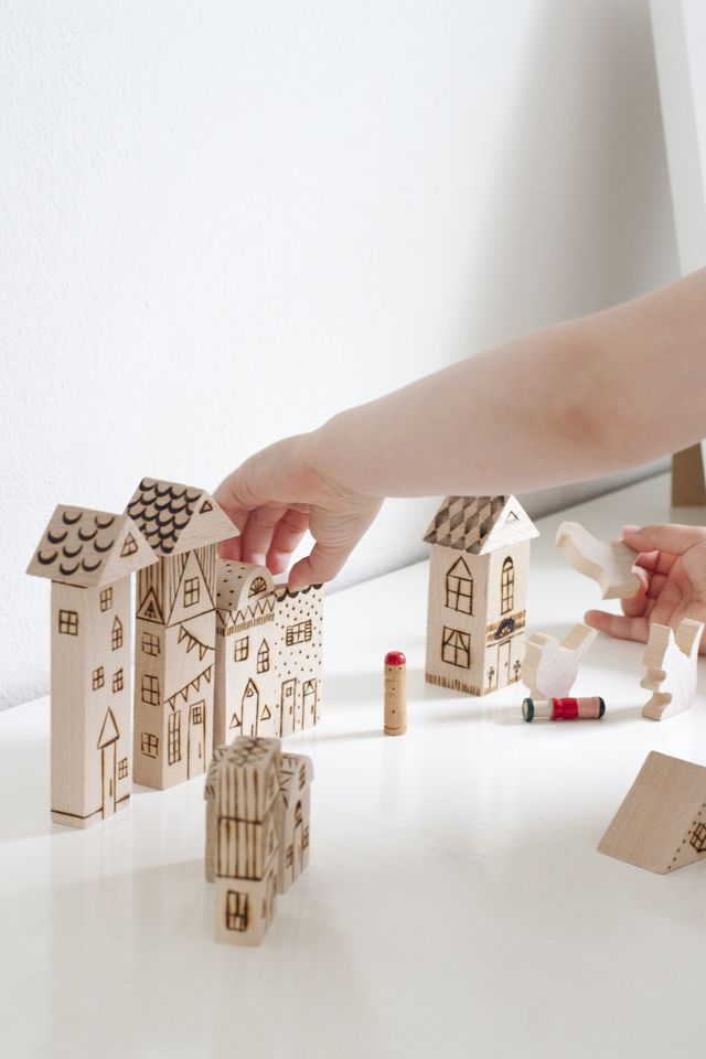 UKKONOOA: Polttokuvioidut palikat / Wood Burned Toy Blocks
