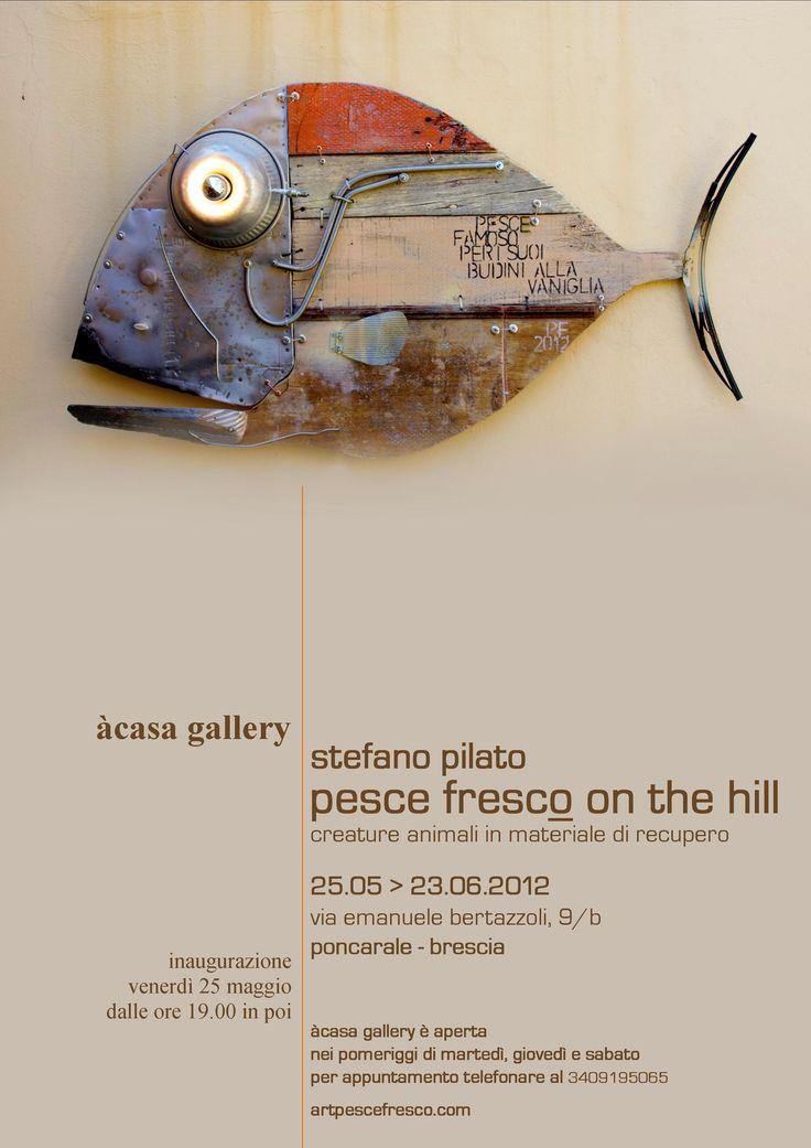Stefano Pilato, classe 1965, vive e lavora in Toscana operando nel campo delle arti visive. Dal 1993 ha sviluppato la produzione artistica Pesce Fres