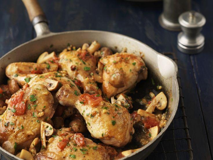Hähnchenpfanne mit Tomaten und Champignons   Zeit: 30 Min.   http://eatsmarter.de/rezepte/haehnchenpfanne-mit-tomaten-und-champignons