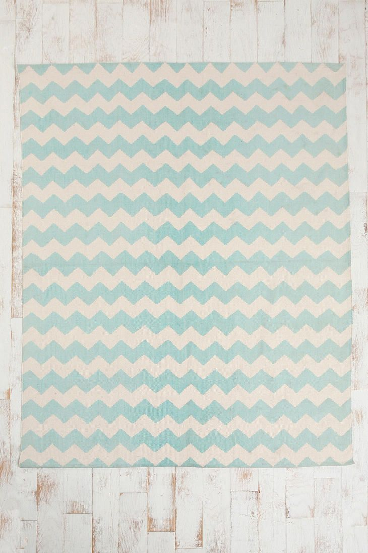 Love mixing and matching patterns and this chevron rug is so cute
