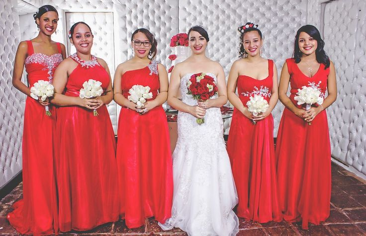 Avoiding Dress Dramas: How To Keep Your Entire Bridal Crew Happy