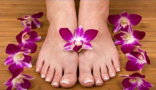 Kuku kaki mengalami proses pemanjangan lebih lama dr kuku tangan. Meski begitu, setidaknya 2 minggu sekali potong rapi kuku jari kakimu