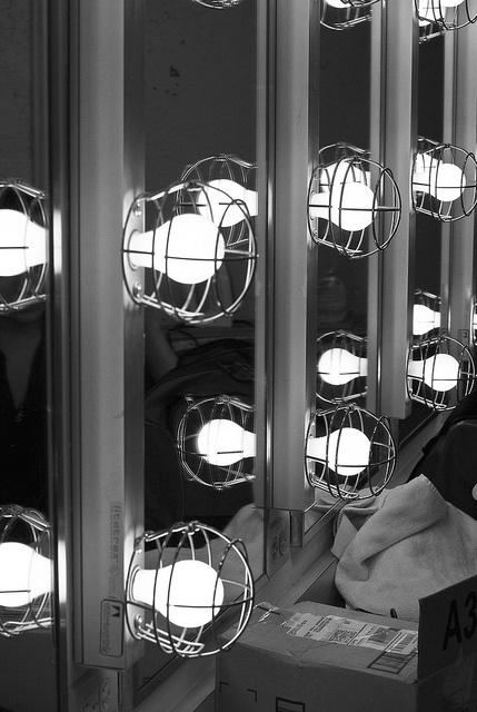 Movie start lighting in the dressing room new york new york for Dressing room lighting ideas