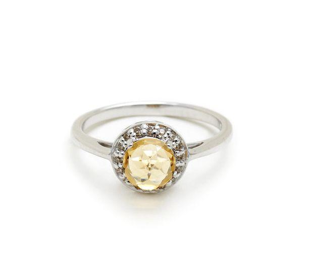 Anillo Anna Sheffield de roseta de citrino y diamantes champán, $725 | 45 Anillos de compromiso inspirados en las princesas de Disney