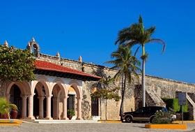 Hotel Tucán Siho Playa, Siho Playa, Campeche, México.  Frente al mar, sobre la carretera Campeche - Champotón.