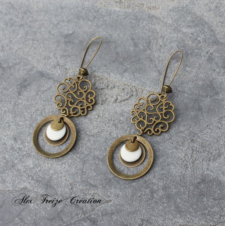 fr_bijou_createur_boucles_d_oreilles_dormeuses_bronze_antiques_estampes_breloques_anneaux_creoles_et_sequins_emailles_blanc_