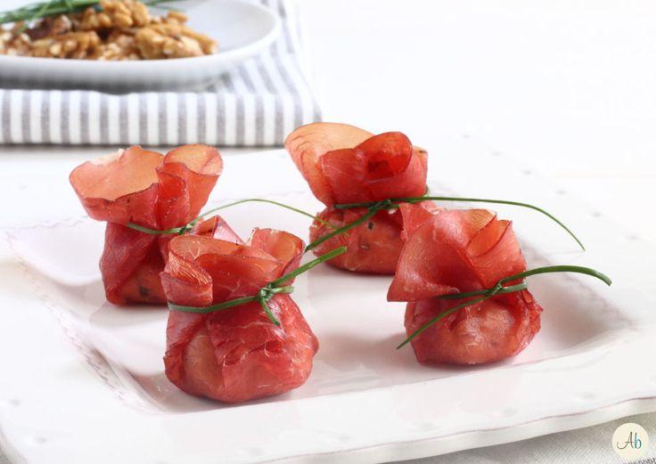 Fagottini di Bresaola Robiola e Noci - un fingerfood fresco e semplice, che si può preparare in anticipo, dal gusto deciso ed anche bello da vedere.
