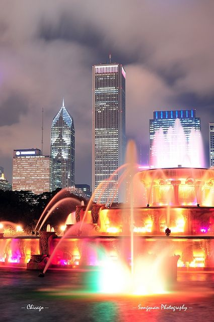 ☀Buckingham Fountain and urban city skyline    Chicago skyline with skyscrapers and Buckingham fountain in Grant Park at night lit by colorful lights.