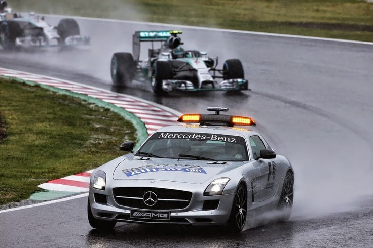 The Safety Car paces the cars in the opening laps.