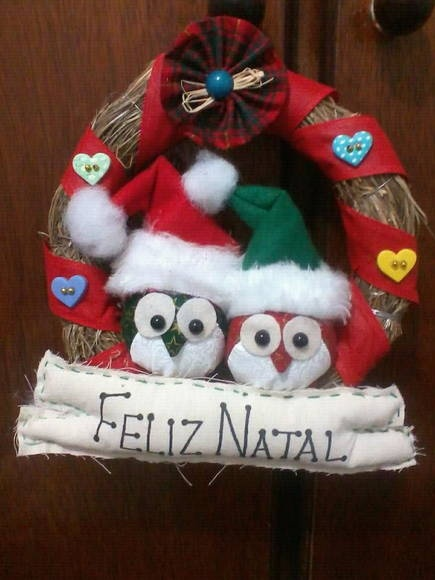 Guirlanda de natal com 2 corujas e botões decoradas. R$ 30,00