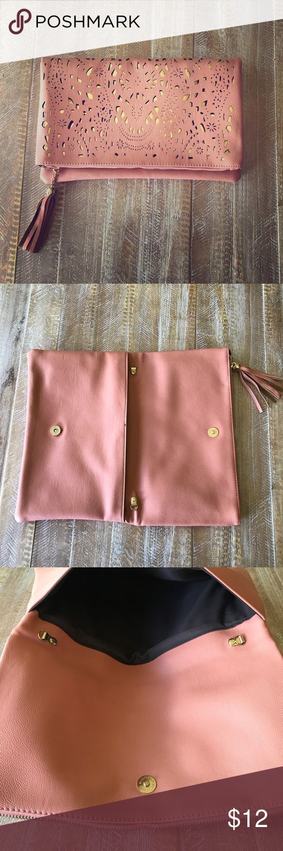Blush and gold clutch Large blush with cold detail clutch. This bag is in perfect condition- never worn! It has an optional gold chain that could be worn over shoulder or cross body. Perfect bag for going out. This bag is faux leather. Bag is 12 in wide and 8 in tall. Bags Clutches & Wristlets