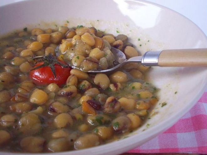 Ricetta Portata principale : Zuppa di cicerchie con prosciutto crudo da Rocco e i suoi... fornelli