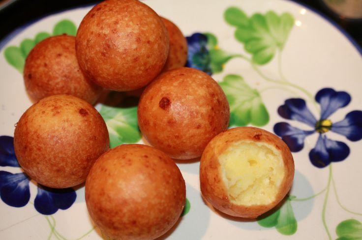Colombian Food: Buñuelos!! Recipe: http://www.mycolombianrecipes.com/bunuelos-colombianos-colombian-bunuelos