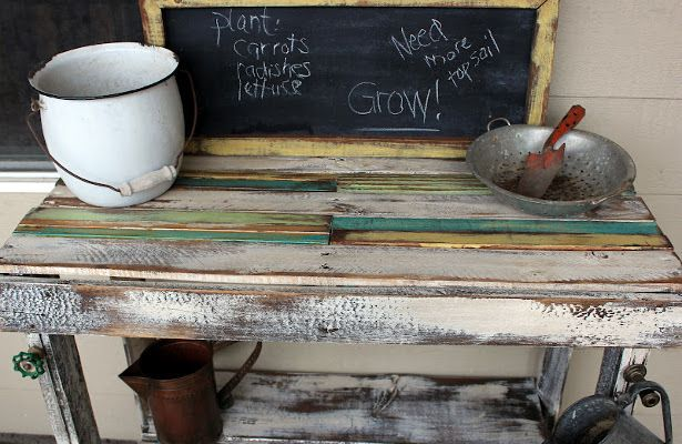 Loving this Garden Table-made from wodden pallets !!   DIY Crate Projects: How To Reuse Pellets And Wood Containers
