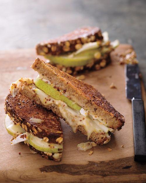~Gegrild brood met brie, peer en met mosterd gegrilde kaas: O ja~