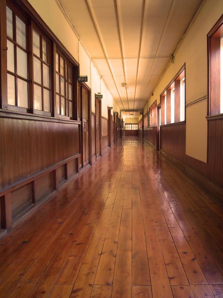 旧鮎川小学校-国の登録有形文化財に指定されています。 Ayukawa elementary school - It is designated as the registered tangible cultural properties of Japan.