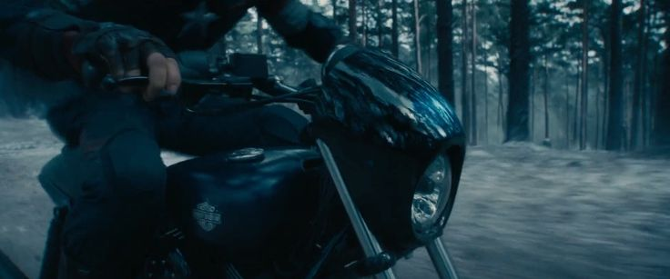 Harley-Davidson Street 750 (2014) motorcycle driven by Chris Evans in AVENGERS: AGE OF ULTRON (2015) @harleydavidson