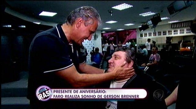 Ex-ator Gerson Brenner visita CT do Corinthians e ganha presente de Tite ~ PcD On-Line