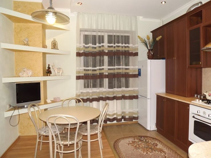 Предлагаем для долгосрочной аренды в Ставрополе  1 - комнатная квартира по адресу Осипенко 8,, ремонт современный,встроенная кухня, шкаф-купе, мягкая мебель, общей площадью 39.3 кв.м, дом Новый кирпич, Индивидуальное отопление, Газ-плита, наличие бытовой техники - стиральная машина (+), холодильник (+), телевизор (ЖК),парковка огороженный двор, номер объявления - 35079, агентствонедвижимости Апельсин. Услуги агента только по факту заключения договора.Фотографии реальные…